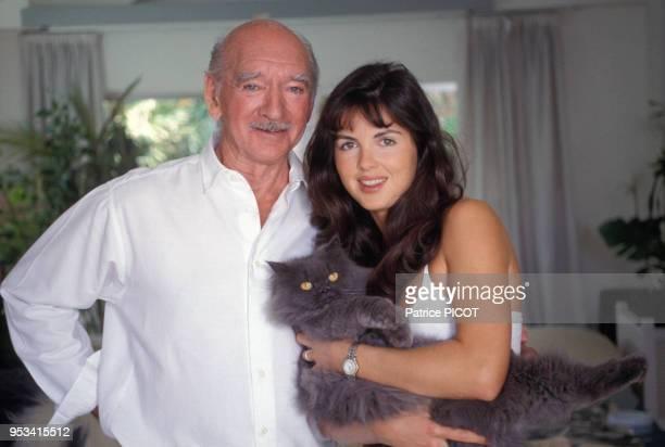 Eddie Barclay et sa femme Caroline dans leur villa de Ramatuelle en juillet 1991 France