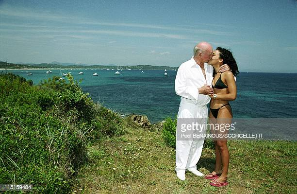 Eddie Barclay in his house with Elodie in Saint Tropez France on July 25 2000