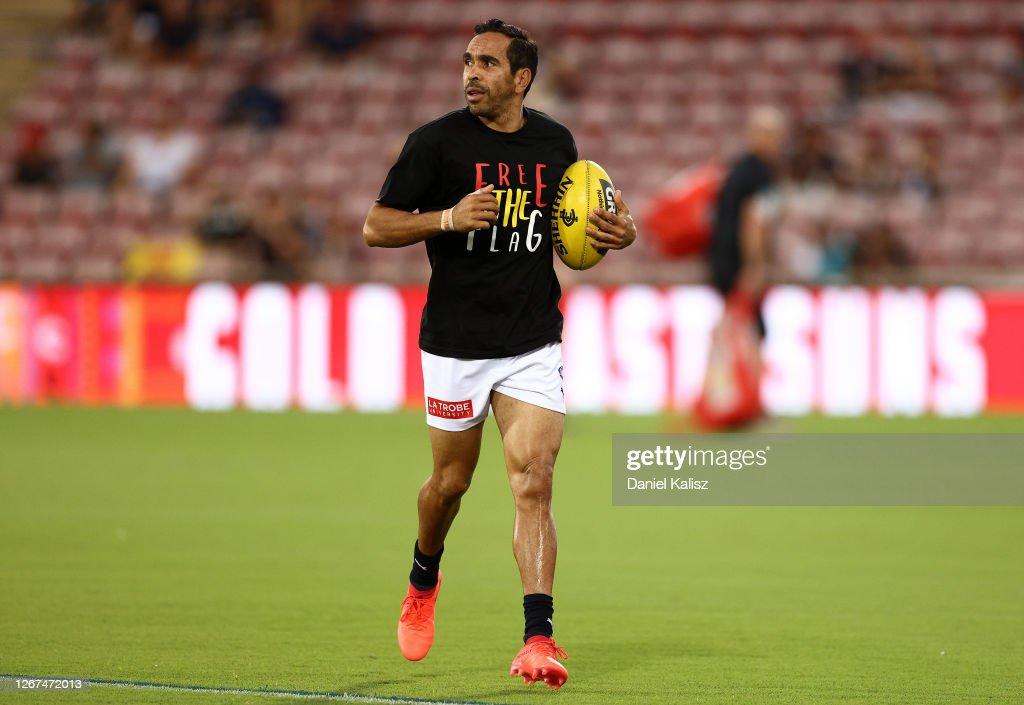 AFL Rd 13 - Gold Coast v Carlton : News Photo