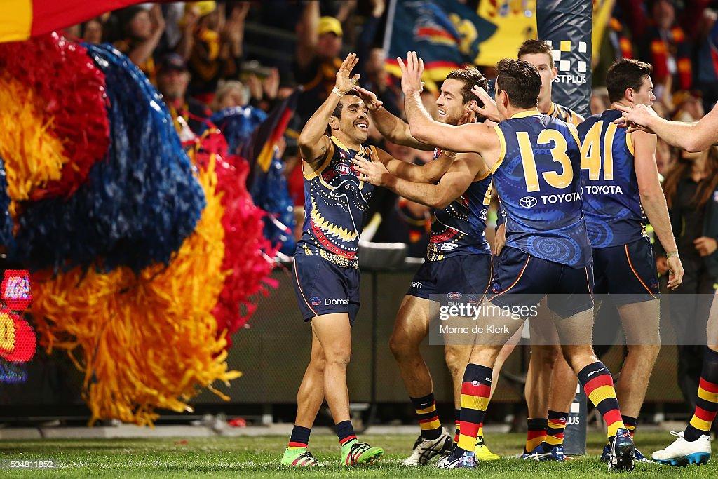 AFL Rd 10 - Adelaide v GWS : News Photo