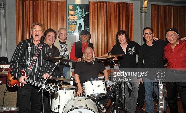 Eddie Gray John Golden Hal Gold Ron Rosman Glen Wyka Mike ValeDavid Santos and Bobby Guy combining both original and current Shondells attends the Me...