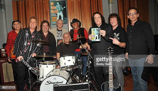 Eddie GrayJohn Golden Hal Gold Ron Rosman Glen Wyka Mike Vale Tommy James David Santos and Bobby Guy combining both original and current Shondells...