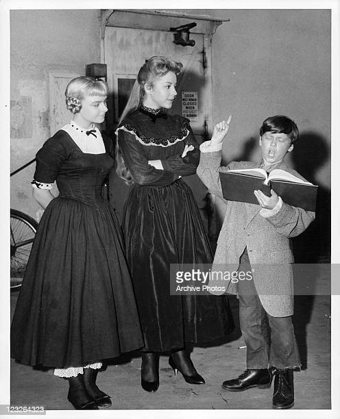 Eddie Hodges gives acting directions to costars Patty McCormack and Sherry Jackson offcamera for the film 'The Adventures Of Huckleberry Finn' 1960