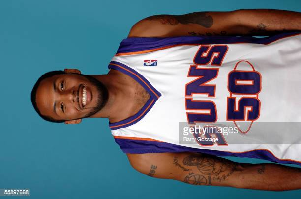 Eddie House of the Phoenix Suns poses for a head shot on October 3 2005 at America West Arena in Phoenix Arizona NOTE TO USER User expressly...