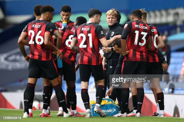 Eddie Howe Manager of AFC Bournemouth speaks to his players during the drinks break during the Premier League match between Everton FC and AFC...