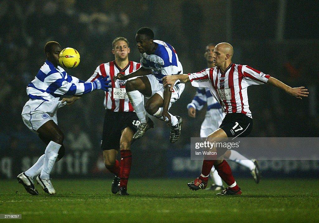 Eddie Hutchinson tries to tackle Marcus Bean : News Photo