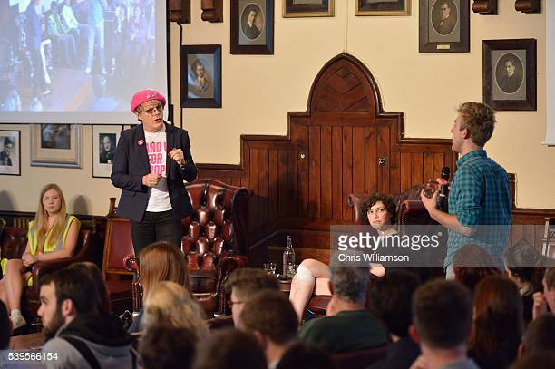 Eddie Izzard addresses The Cambridge Union on the EU Referendum on June 12 2016 in Cambridge Cambridgeshire After joining Labour activists to...