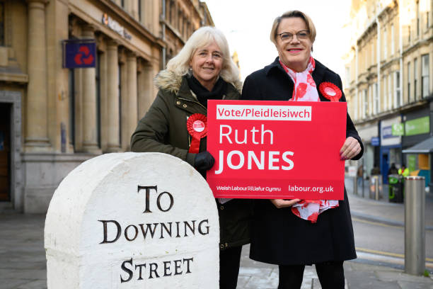 GBR: Eddie Izzard Campaigns For Labour In Newport