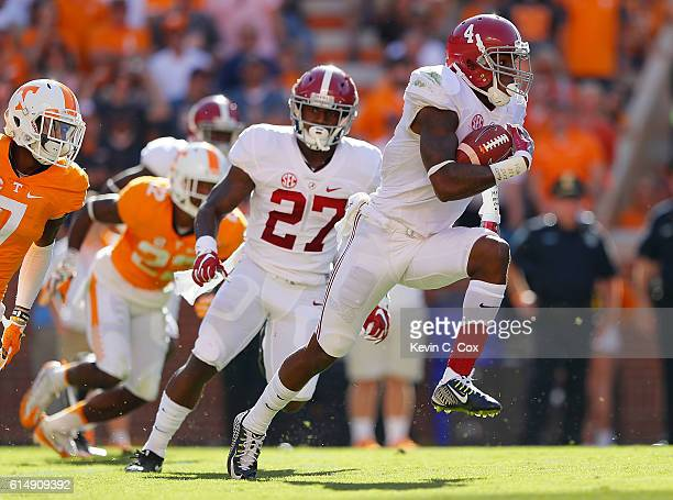 Eddie Jackson of the Alabama Crimson Tide returns a punt against the at Neyland Stadium on October 15 2016 in Knoxville Tennessee