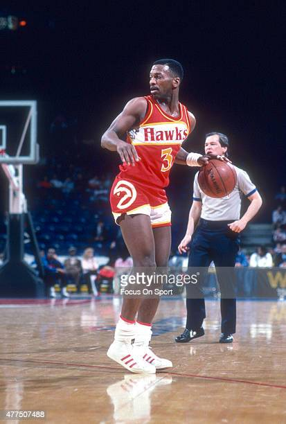 Eddie Johnson of the Atlanta Hawks dribbles the ball against the Washington Bullets during an NBA basketball game circa 1985 at the Capital Centre in...