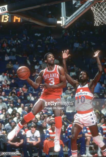 Eddie Johnson of the Atlanta Hawks in action against the Washington Bullets during an NBA basketball game circa 1977 at the Capital Centre in...