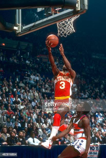 Eddie Johnson of the Atlanta Hawks lays the ball up over Kevin Porter of the Washington Bullets during an NBA basketball game circa 1979 at the...