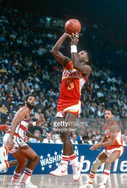 Eddie Johnson of the Atlanta Hawks shoots against the Washington Bullets during an NBA basketball game circa 1982 at the Capital Centre in Landover...