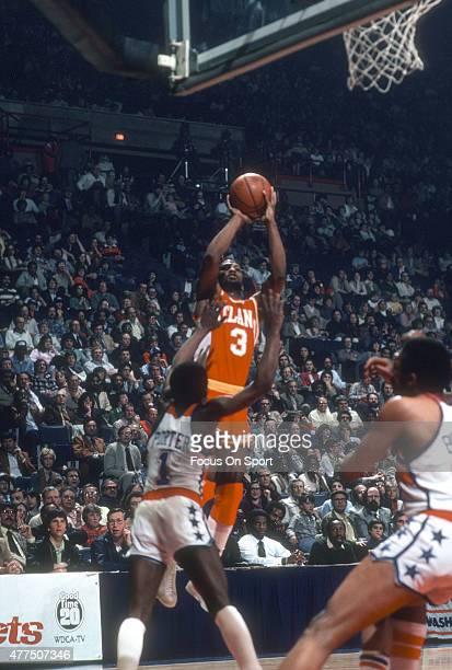 Eddie Johnson of the Atlanta Hawks shoots over Kevin Porter of the Washington Bullets during an NBA basketball game circa 1980 at the Capital Centre...