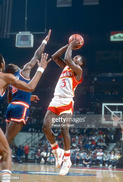 Eddie Johnson of the Atlanta Hawks shoots over Rory Sparrow of the New York Knicks during an NBA basketball game circa 1984 at the Omni Coliseum in...