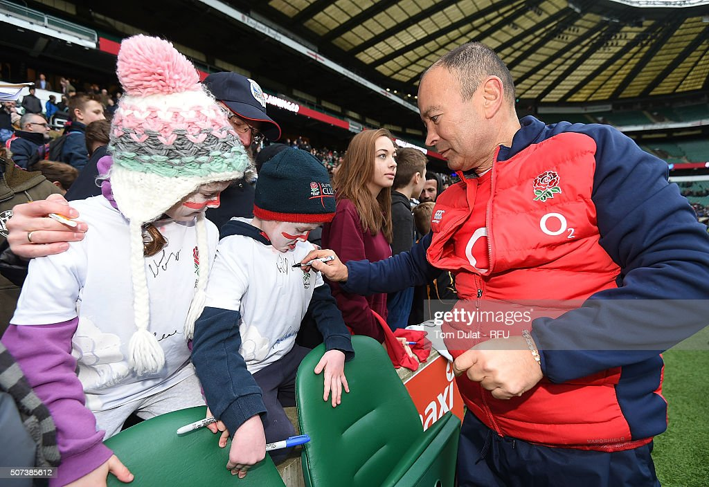 Eddie Jones, Head Coach of England Rugby signs autographs during an England Rugby open training session at Twickenham Stadium on January 29, 2016 in London, England. (Photo by Tom Dulat - RFU/The RFU Collection via Getty Images).