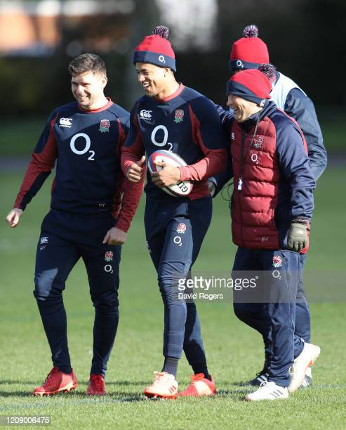 Eddie Jones, Head coach of England talks to Anthony Watson and Ben Youngs at St Edward's School on February 27, 2020 in Oxford, England.