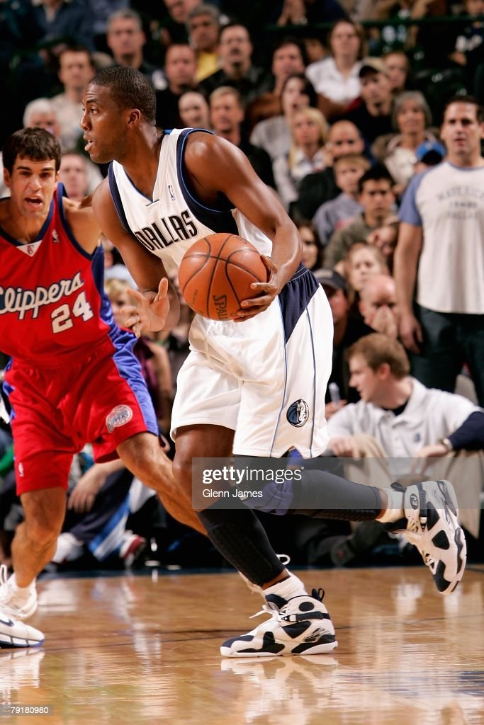 Eddie Jones #6 of the Dallas Mavericks drives the ball past Richie Frahm #24 of the Los Angeles Clippers during the game on December 21, 2007 at American Airlines Center in Dallas, Texas. The Mavericks won 102-89.