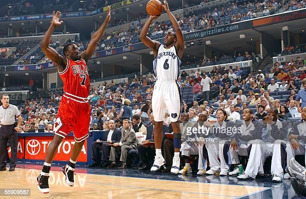 Eddie Jones of the Memphis Grizzlies shoots a jump shot over Ben Gordon of the Chicago Bulls on October 12, 2005 at FedexForum in Memphis, Tennessee....
