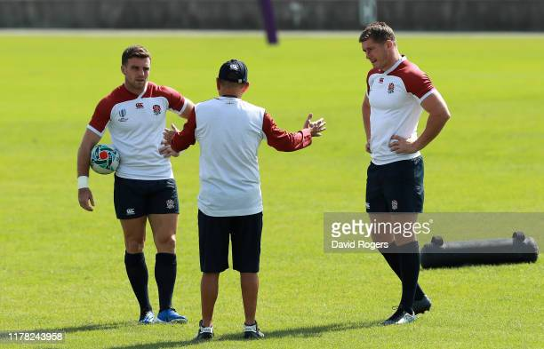Eddie Jones the England head coach talks to George Ford and Owen Farrell during the England training session at Fuchu Asahi Football Park on October...