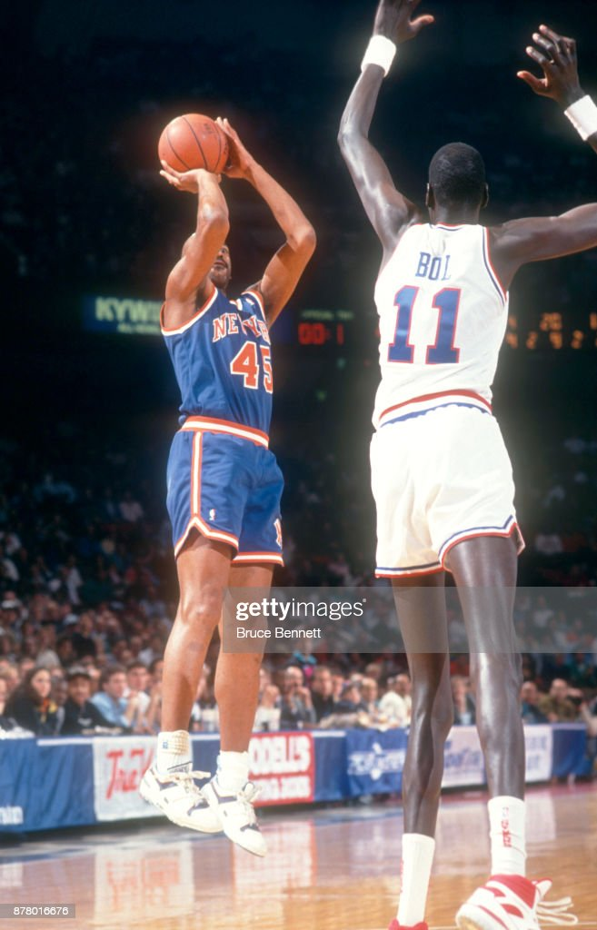 d0038b455 Eddie Lee Wilkins of the New York Knicks shoots over Manute Bol of ...