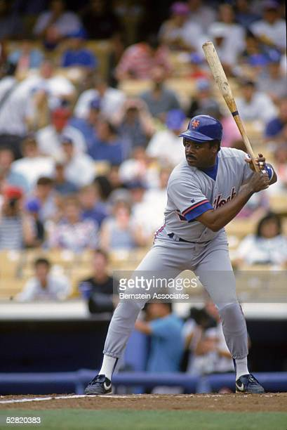 Eddie Murray of the New York Mets waits for the pitch during a 1993 game