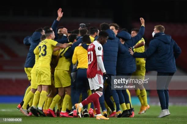 Eddie Nketiah of Arsenal looks dejected as the Villareal CF team celebrate victory following the UEFA Europa League Semi-final Second Leg match...
