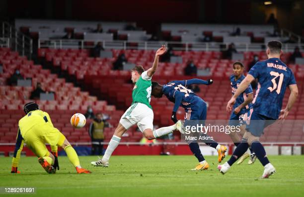 Eddie Nketiah of Arsenal scores his sides third goal during the UEFA Europa League Group B stage match between Arsenal FC and Rapid Wien at Emirates...