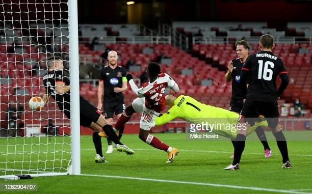 Eddie Nketiah of Arsenal scores his team's first goal during the UEFA Europa League Group B stage match between Arsenal FC and Dundalk FC at Emirates...