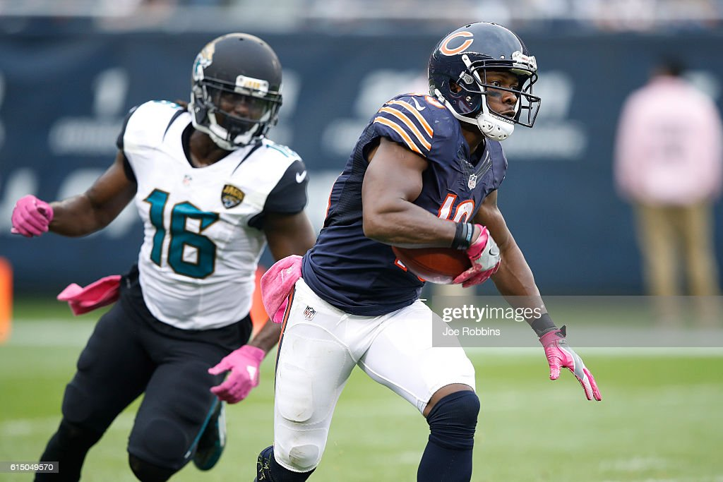 Eddie Royal #19 of the Chicago Bears returns a kick in the second half of the game against the Jacksonville Jaguars at Soldier Field on October 16, 2016 in Chicago, Illinois. The Jaguars defeated the Bears 17-16.