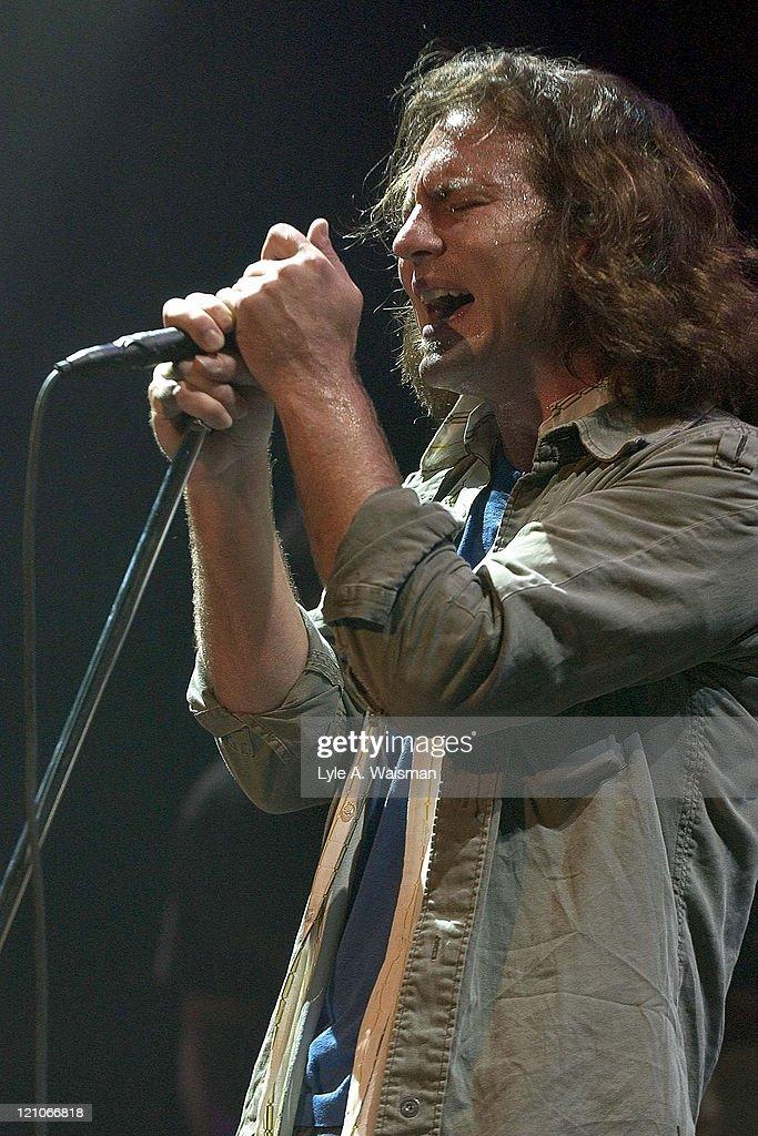 Pearl Jam and Robert Plant Hurricane Relief Concert - October 5, 2005