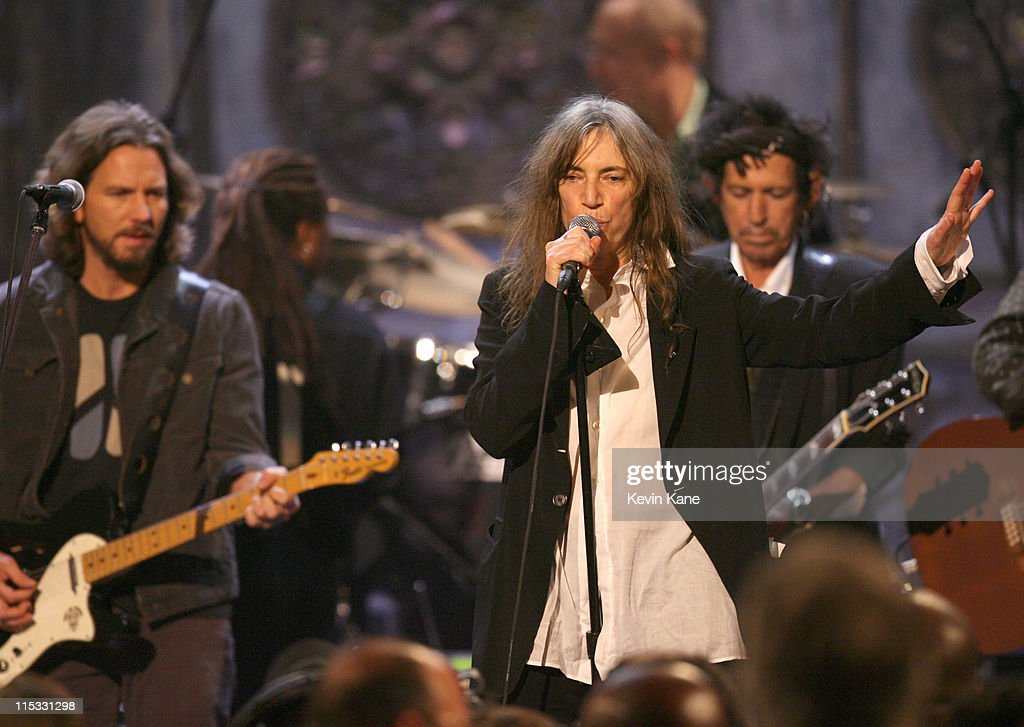 Eddie Vedder, Patti Smith and Keith Richards perform 'I Wanna Be Your Dog'/ 'People Have the Power'