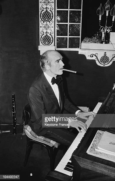 Eddy BARCLAY playing the piano at the Russian New Year in a famous Parisian cabaret RASPUTIN Nearly 500 galsses were sacrified for the tradition...