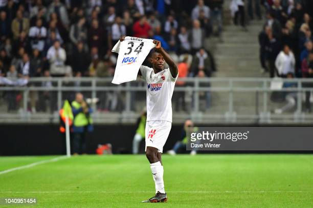 Eddy Gnahore of Amiens pays tribute to Bongani Zungu of Amiens after putting his side 10 ahead during the Ligue 1 match between Amiens and Rennes at...
