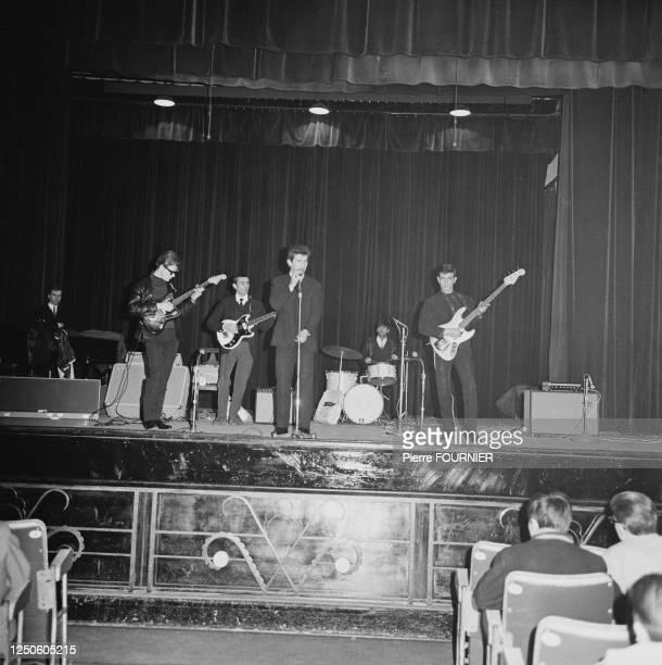Eddy Mitchell en répétition avec le groupe Les Chaussettes Noires à l'Olympia de Paris.