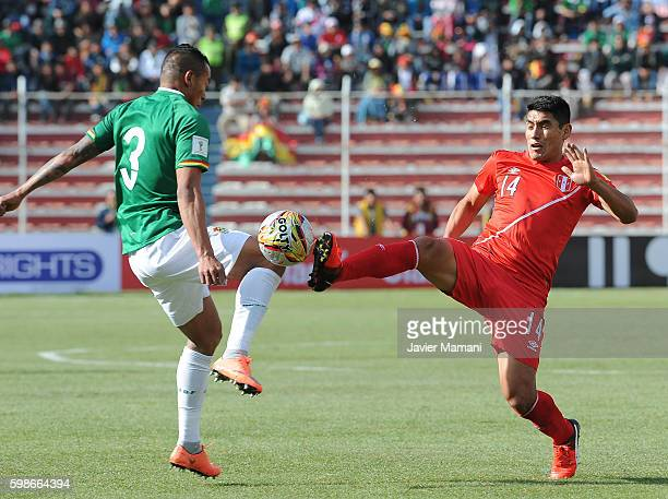 Edemir Rodriguez of Bolivia and Irven Avila of Peru battle for the ball during a match between Bolivia and Peru as part of FIFA 2018 World Cup...