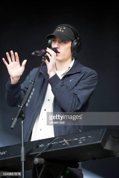 Eden alias Jonathon Ng der irische ElectroMusiker Produzent und SingerSongwriter bei einem Konzert beim MS Dockville Festival in HamburgWilhelmsburg...
