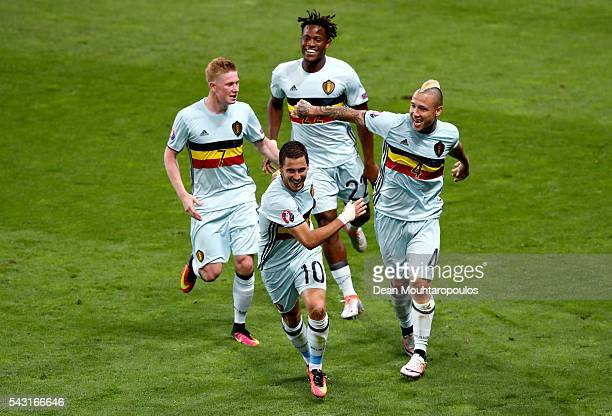 Eden Hazard of Belgium celebrates scoring his team's third goal with his team mates Kevin De Bruyne Michy Batshuayi and Radja Nainggolan during the...