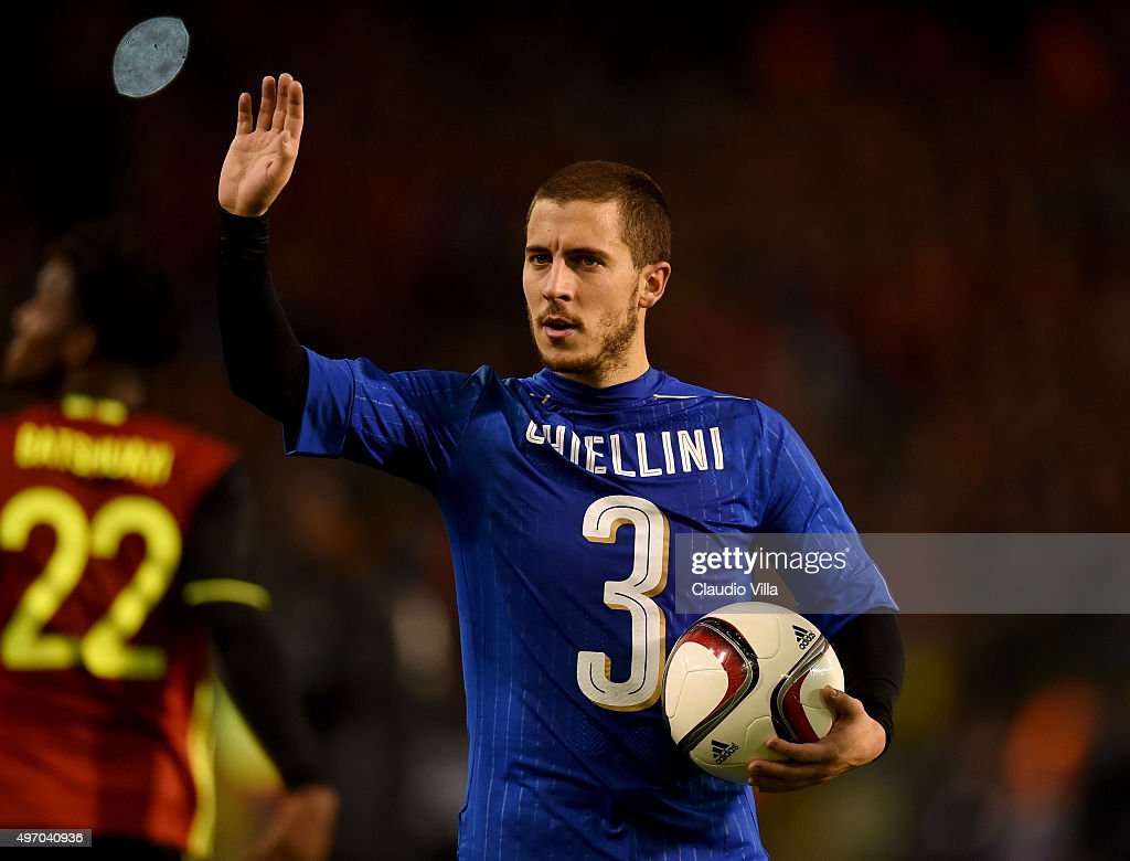 Eden Hazard of Belgium greets at the end of the game the intermational friendly match between Belgium and Italy at King Baudouin Stadium on November 13, 2015 in Brussels, Belgium.