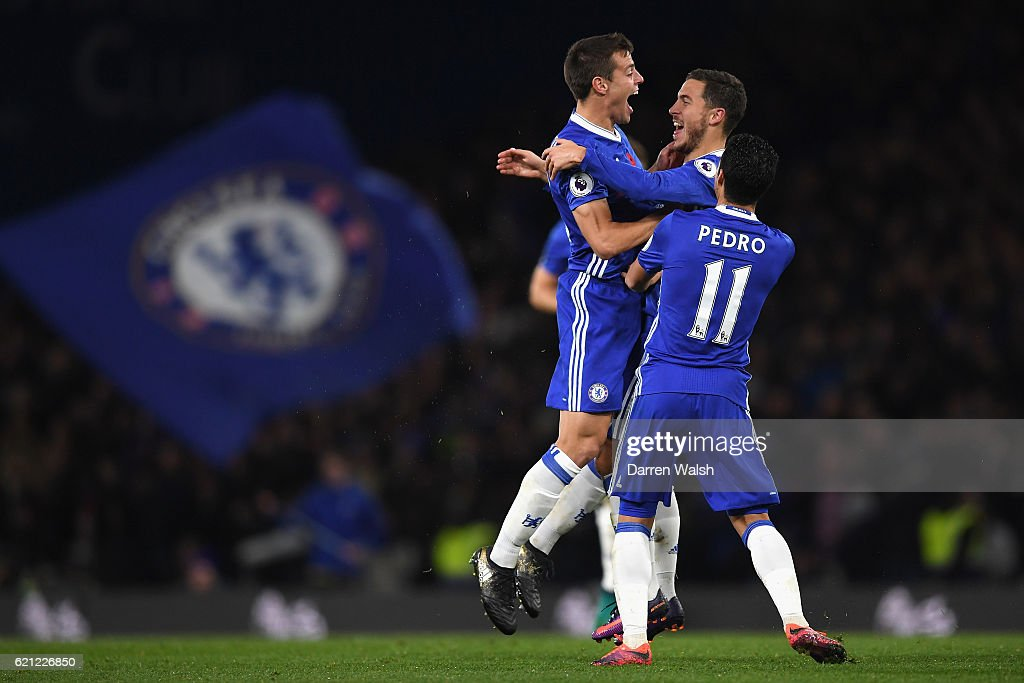 Eden Hazard of Chelsea (C) celebrates scoring his sides fourth goal with Cesar Azpilicueta of Chelsea (L) and Pedro of Chelsea (R) during the Premier League match between Chelsea and Everton at Stamford Bridge on November 5, 2016 in London, England.