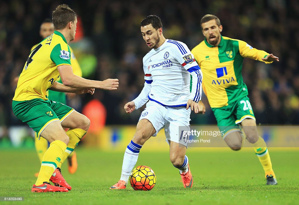 Eden Hazard (C) of Chelsea competes for the ball against Ryan Bennett (L) and Gary O'Neil (R) of Norwich City during the Barclays Premier League match between Norwich City and Chelsea at Carrow Road on March 1, 2016 in Norwich, England.