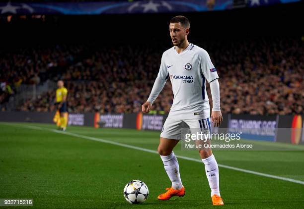 Eden Hazard of Chelsea controls the ball during the UEFA Champions League Round of 16 Second Leg match between FC Barcelona and Chelsea FC at Camp...