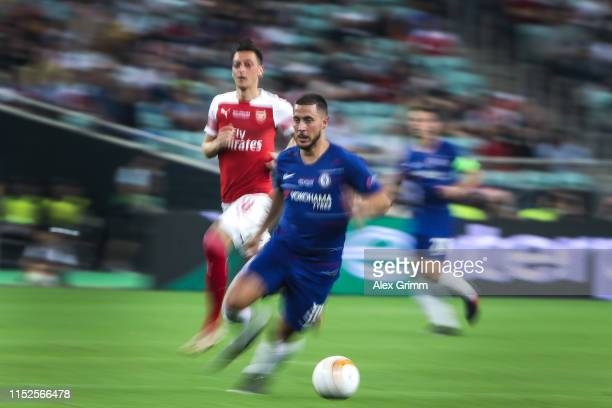 Eden Hazard of Chelsea eludes Mesut Ozil of Arsenal during the UEFA Europa League Final between Chelsea and Arsenal at Baku Olimpiya Stadionu on May...