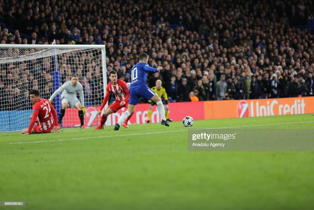 Eden Hazard (10) of Chelsea FC in action during the UEFA Champions League soccer match between Chelsea FC and Atletico Madrid at Stamford Bridge in London, United Kingdom on December 05, 2017.
