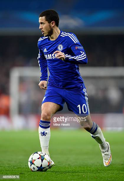 Eden Hazard of Chelsea runs with the ball during the UEFA Champions League Round of 16 second leg match between Chelsea and Paris SaintGermain at...