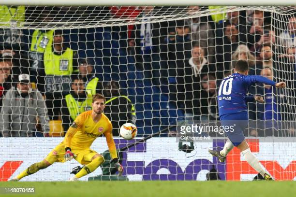 Eden Hazard of Chelsea scores the winning penalty past Kevin Trapp of Eintracht Frankfurt in the shoot out during the UEFA Europa League Semi Final...