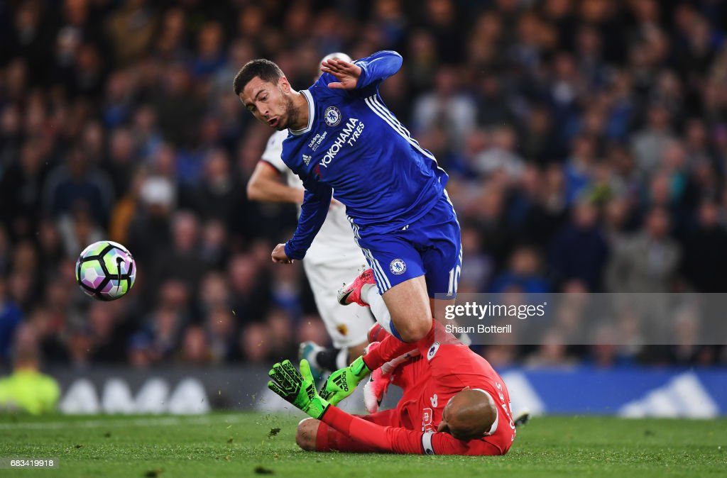 Eden Hazard of Chelsea stretches to get a touch on the ball as Heurelho Gomes of Watford comes to collect it during the Premier League match between Chelsea and Watford at Stamford Bridge on May 15, 2017 in London, England.