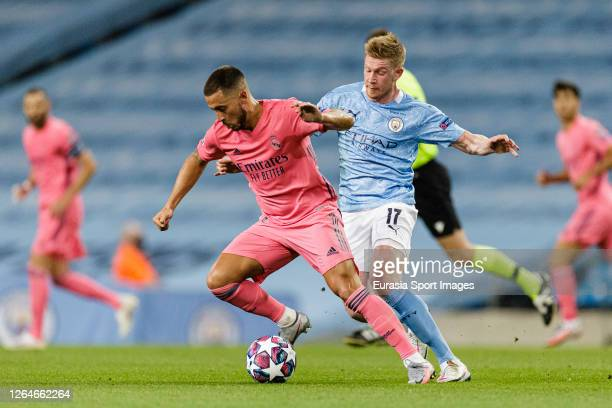 Eden Hazard of Real Madrid is chased by Kevin De Bruyne of Manchester City during the UEFA Champions League round of 16 second leg match between...