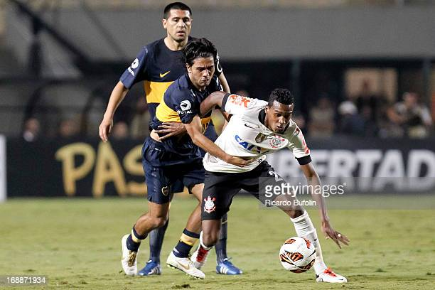 Edenilson of Corinthians fights for the ball Walter Erviti of Boca Juniors during a match between Corinthians and Boca Juniors as part of the Copa...