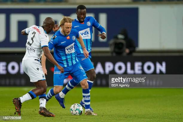 Eder Balanta of Club Brugge and Roman Bezus of KAA Gent during the Jupiler Pro League match between KAA Gent and Club Brugge KV at Ghelamco Arena on...